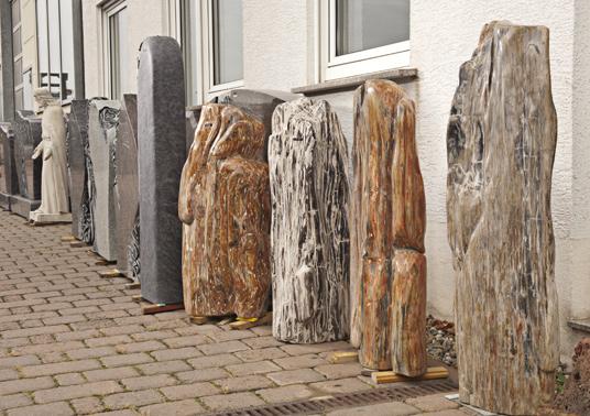 Kroll Natursteine - Bodenplatten, Treppenstufen, Fensterbänke, Brunnen, Findlinge und Kiesel, Gestaltungselemente für den Garten, Gedenksteine, Kunstobjekte oder Dekorationsobjekte