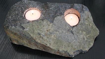 Wohnraumdekoration: Naturstein als Teelichthalter.