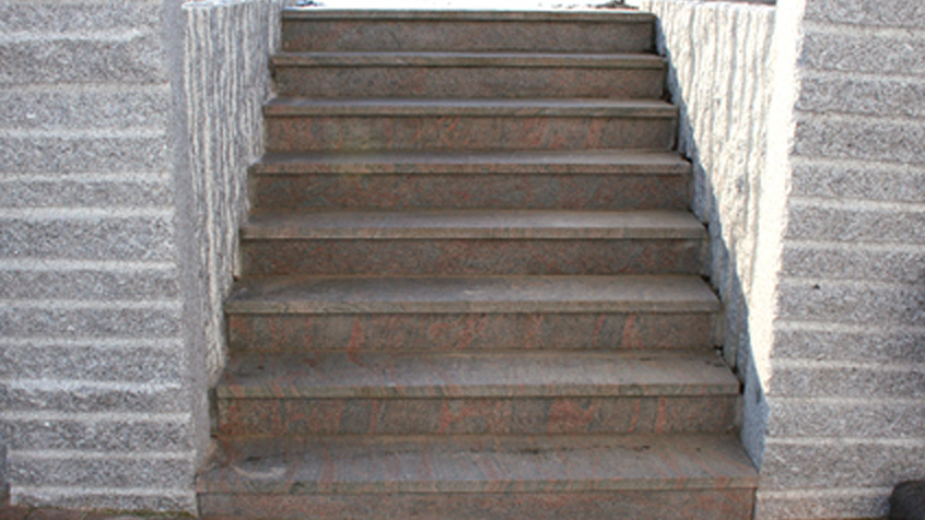 Aussentreppe Granit Braungrau