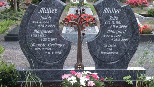 2-teiliger Grabstein und Gabeinfassung aus Granit.