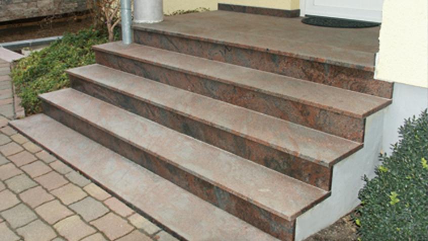 Eingangstreppe Granit Braungrau