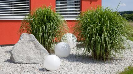 Moderner Steingarten - schlicht und edel