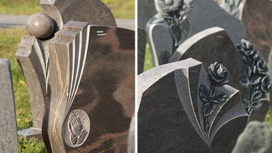Verschiedene Grabsteine aus unterschiedlichem Granit mit plastischem Ornament.