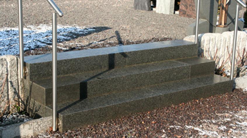 Gartentreppe Granit dunkel