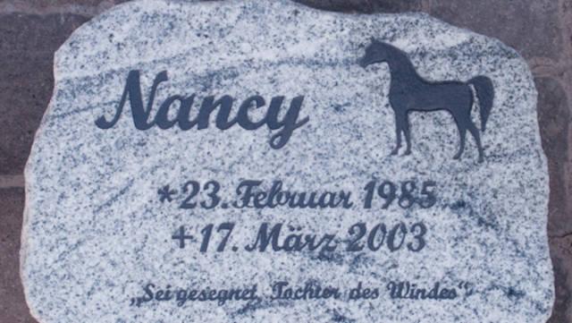 Gedenkstein für ein geliebtes Pferd.