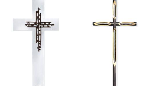 Wir bieten eine große Auswahl an klassischen und modernen Kreuzen zur Grabdekoration an.